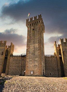 castello-di-valeggio-sul-mincio-torri